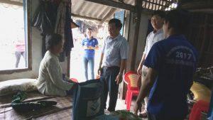 TS Hồ Ngọc Tiến thăm hỏi sức khỏe gia đình đồng chí Nguyễn Thị Nghiệp
