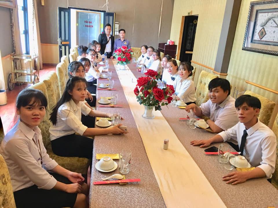 Sinh viên khoa kinh tế của trường được thực tập tại nhà hàng