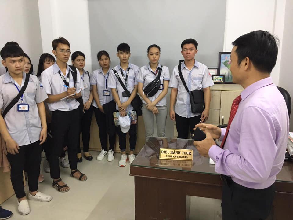 Sinh viên thực tập quản trị du lịch và lữ hành