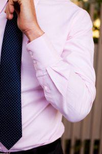 Dáng người đậm hoặc người lớn tuổi nên đeo bản to